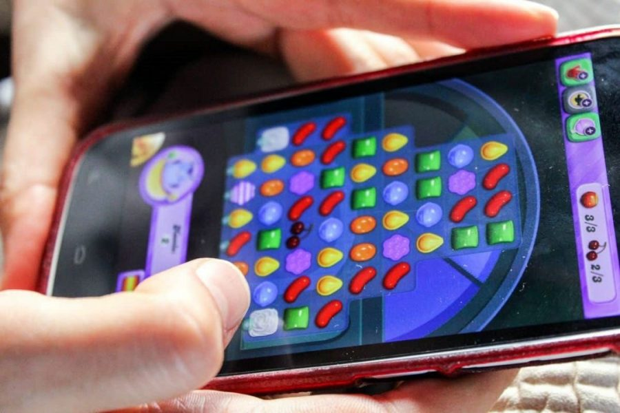 Why Are Mobile Games Like Candy Crush So Addictive?